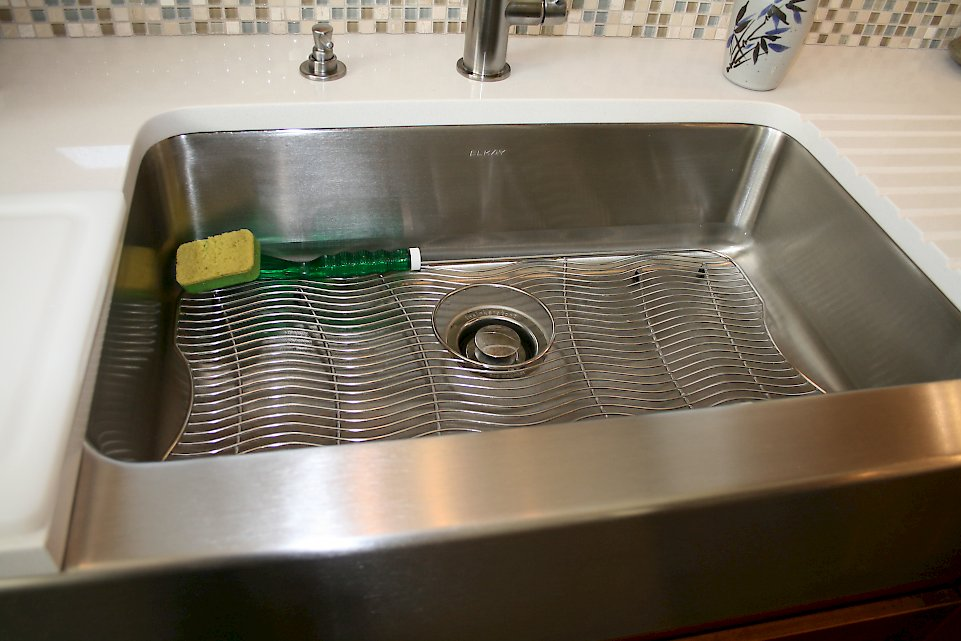 Close view of the Elkay farmhouse sink.