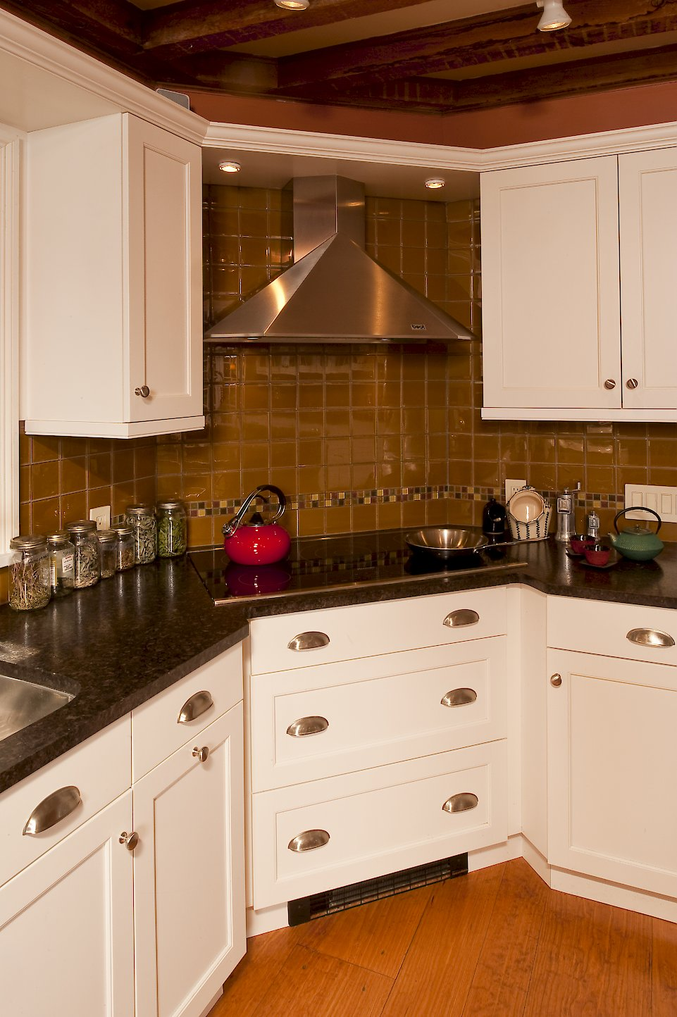 A Thermador CIT362DS Cooktop and Best K3090CM-SS hood.