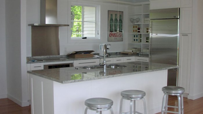 A Nordic white kitchen with Colony door style.