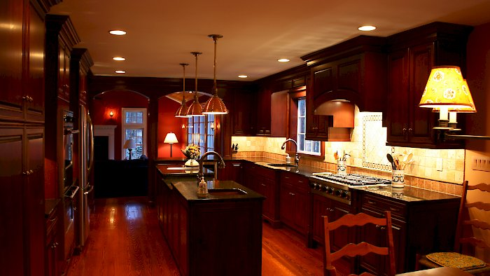 A cherry Brookhaven kitchen with the Pelhem Manor Raised door style.