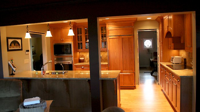 A Brookhaven I kitchen with the edgemont recessed squre door style.
