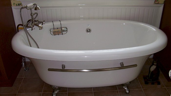 Bain Ultra tub with claw feet.